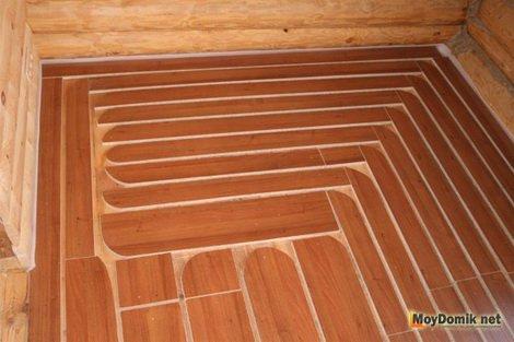 Устройство водяных теплых полов на деревянном основании.