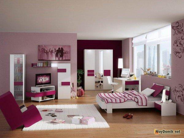 Молодежный интерьер комнаты девушки