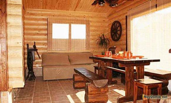 Интерьер внутри деревянного дома