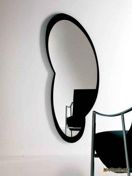 Оригинальная форма зеркала в стиле минимализм
