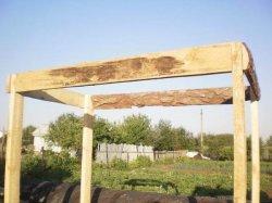 Верхняя обвязка деревянных стоек душа