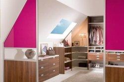 Интерьер гардеробной в мансарде