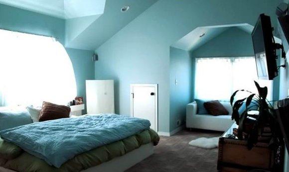 Заграможденное пространство мансардной комнаты