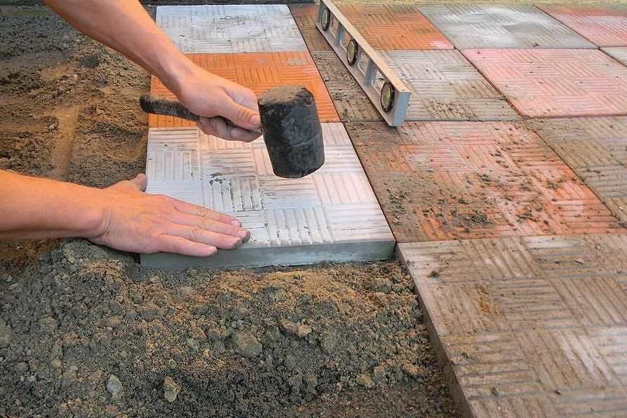 Укладка тротуарную плитку своими руками видео