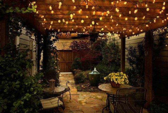 Декоративное освещение открытой веранды