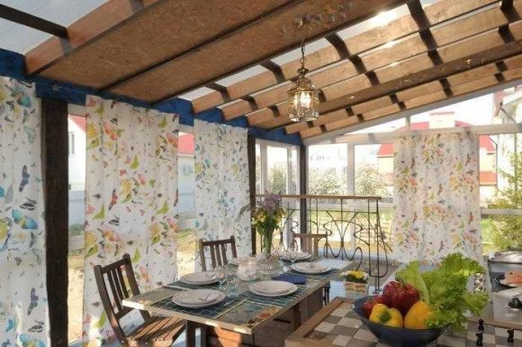 Дизайн интерьера веранды-столовой