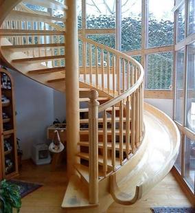 Винтовая лестница с горкой