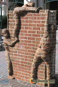 Строительство кирпичного дома своими руками - креативная стена