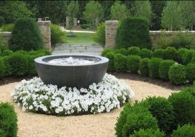 Ландшафтный дизайн дачного участка с фонтаном