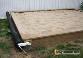 Детская песочница, накрываемая тентом