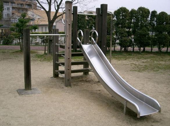 Уличная металлическая горка для детей