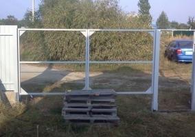Усиление каркаса ворот из профнастила косынками