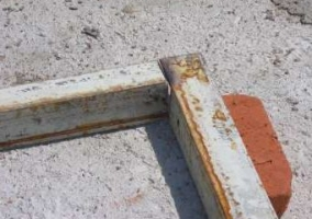 Сварка внижнего угла ворот из профнастила встык