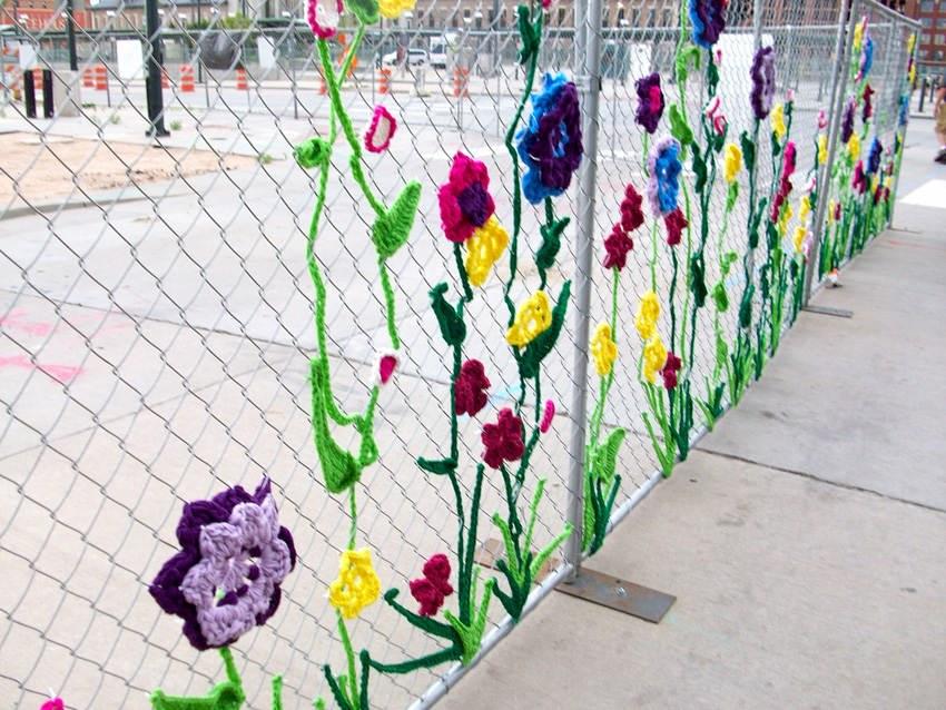 Декор на забор своими руками 94