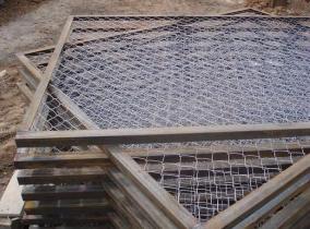 Изготовление секций забора из сетки рабицы