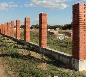 Кирпичные столбы для забора из рабицы