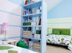 Стеллаж в детской комнате для девочки