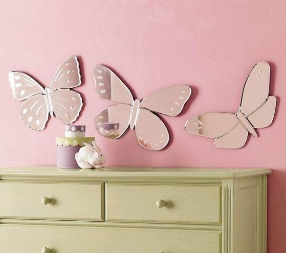 Зеркальное панно в комнате для девочки