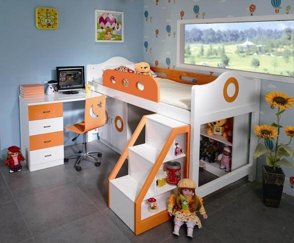 Чердак-кровать в комнате для девочки