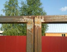 Устраненное провисание после установки поперечных планок на створках ворот