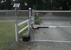 Распашные ворота из рабицы с автоматикой