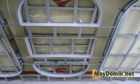 Смонтированный каркас 2-го уровня потолка из гипсокартона