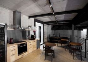 Дизайн лофт в интерьере кухни студии