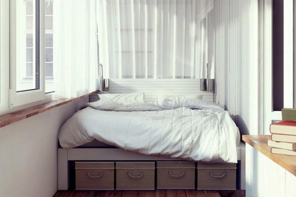 Спальное место на балконе в квартире-студии