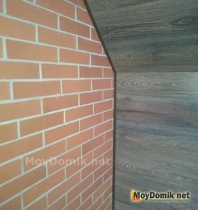 Отделка стен лоджии ламинатом - установка кромки (плинтуса)