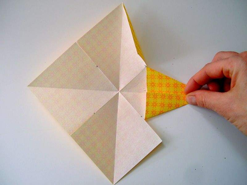 Как сделать из цветной бумаги звездочку 32