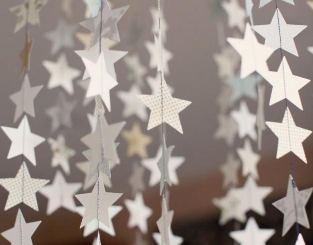 Гирлянда из бумажных звезд (подвесная конструкция)