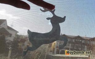 Приклеивание фигурок на стекло