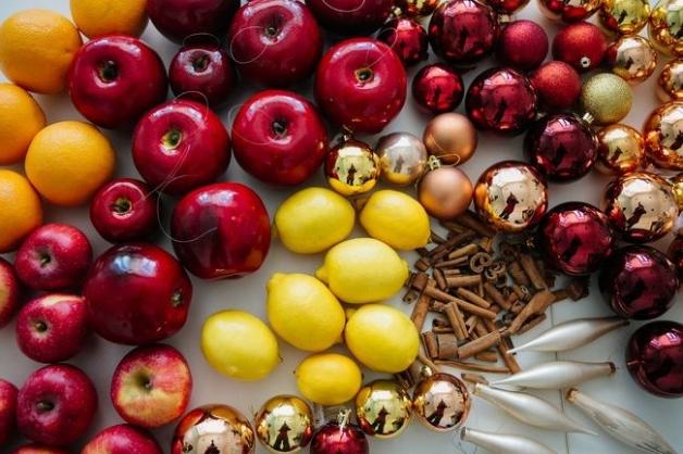 Новогодний декор - фрукты, цитрусы, игрушки