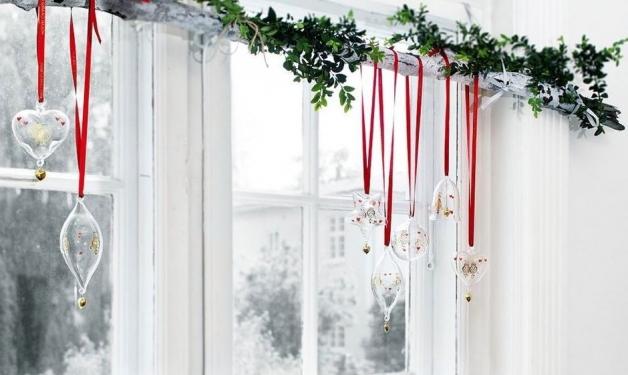Оригинальный декор окна к Новому году