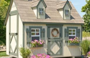 Деревянный домик для детей и взрослых