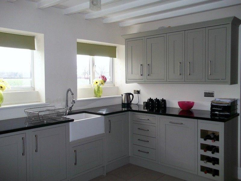 Дизайн кухни у окна фото