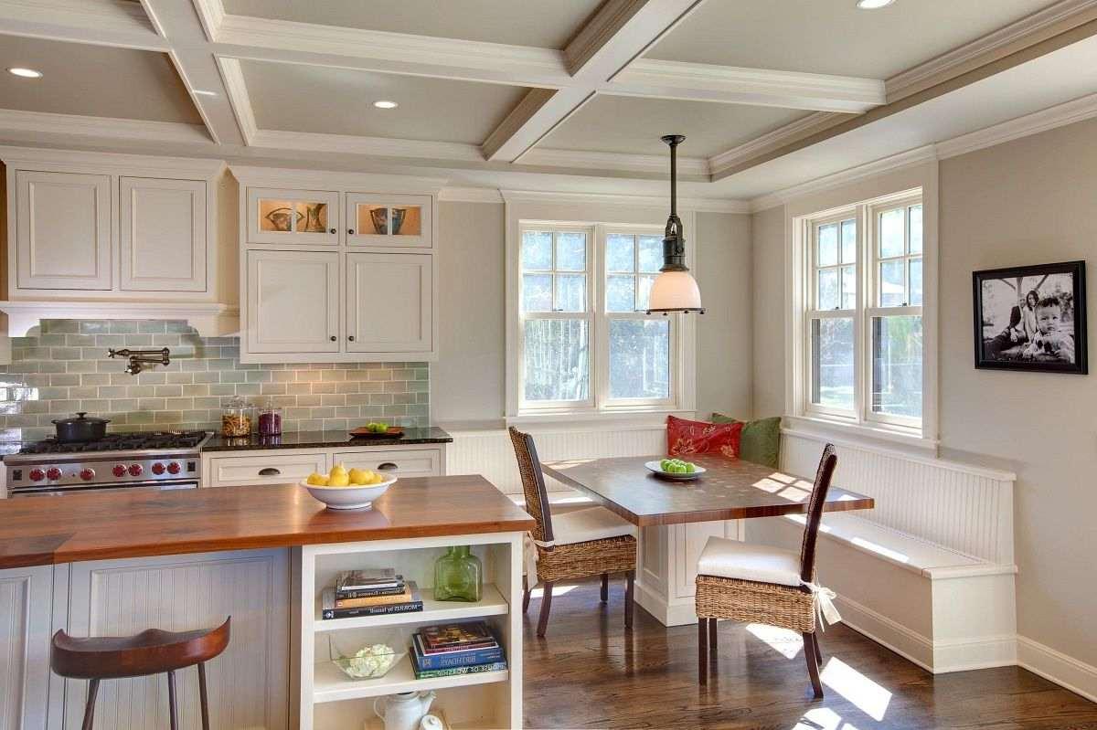 Кухня с двумя окнами на одной стене дизайн фото