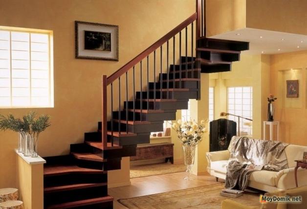 Поворотная маршевая лестница из дерева