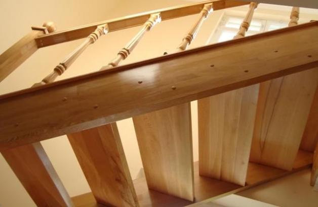 Крепления ступеней лестницы на косоуры