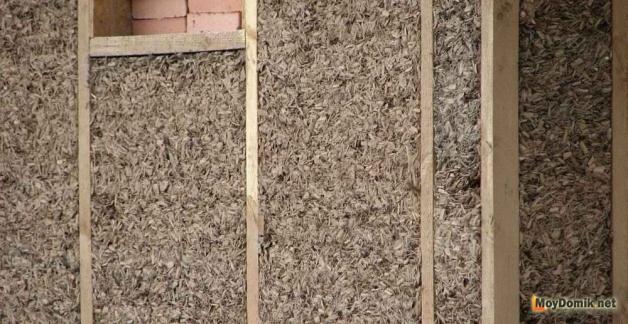 Утепление каркасных стен бани опилками, щепой и глиной