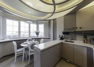 Дизайн кухни с вынесенной на застекленную лоджию столовой зоны