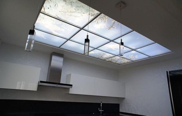 Фальшокно с led-подсветкой в дизайне кухни без окон