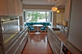 Дизайн кухни-столовой с панорамным окном