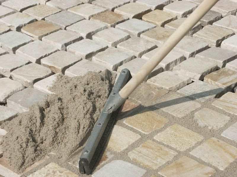 Затирка швів між тротуарною плиткою