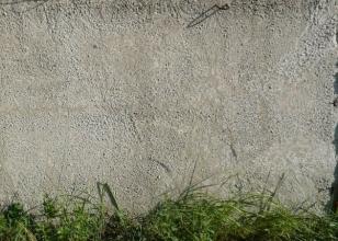 """Бетонная стена обработанная гидрофобизатором - """"до воды"""""""