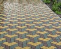 Тротуарная плитка, уложенная с эффектом объемного изображения