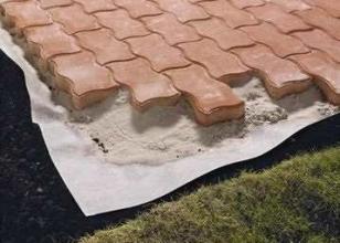 Укладка тротуарной плитки своими руками – инструкция, технология монтажа на песок, бетонное основание, обработка фото-видео