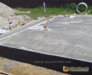 Монолитный бетонный цоколь для арболитового дома