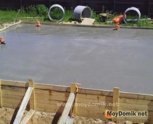 Заливка бетонного цоколя для дома из арболита