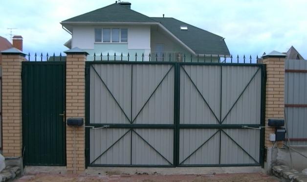 Распашные ворота с калиткой (реальный пример)